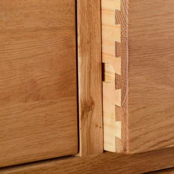 Somerset Oak Dovetails Detail